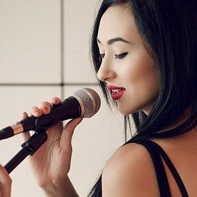 Записать песню в подарок или на свадьбу